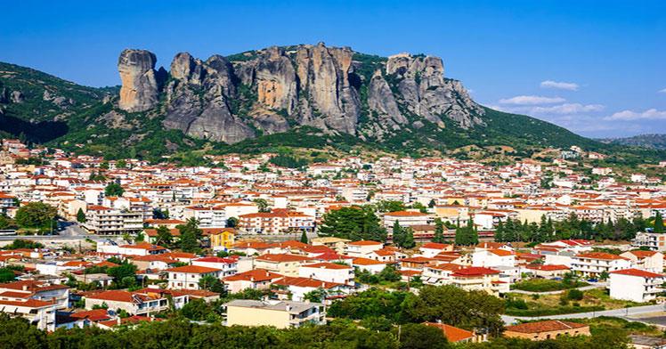 kalambaka-greece-panorama-city-rocy-mountains-meteora-landmark-six-monasteries-49115724